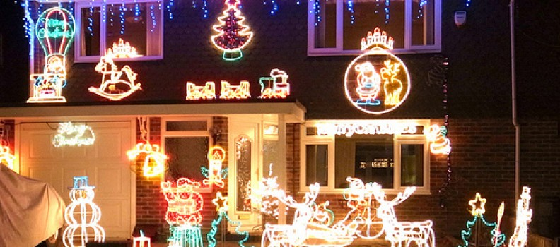 5 Reasons To Get Professionals To Light Up Your Home For Christmas